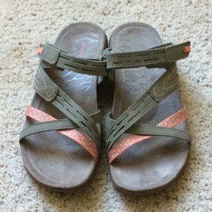 Merrell Putty Terran Cross II Sandal. Size 7.
